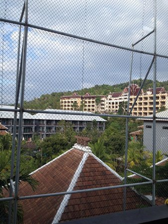 Centara Anda Dhevi Resort and Spa : Room view with the fence