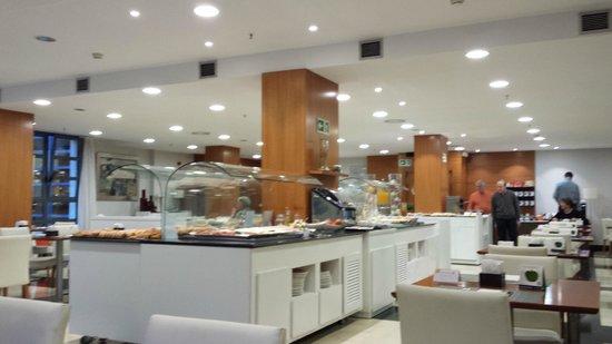 NH Valencia Las Ciencias : breakfast room