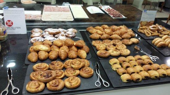 NH Valencia Las Ciencias : Breakfast