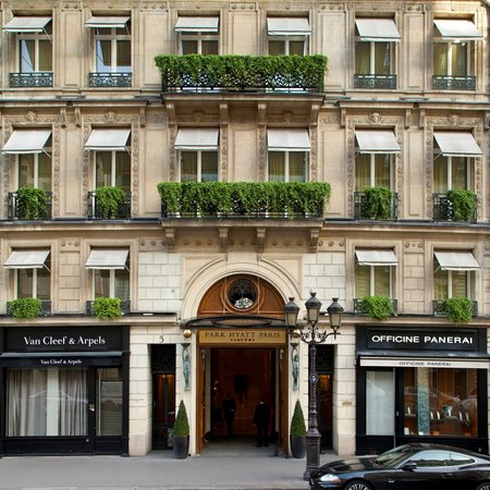 Park Hyatt Paris - Vendome: Outside rue de la Paix