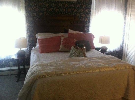 Carroll Villa Hotel: room