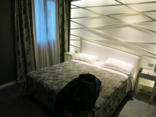 Smart Hotel: Room 104