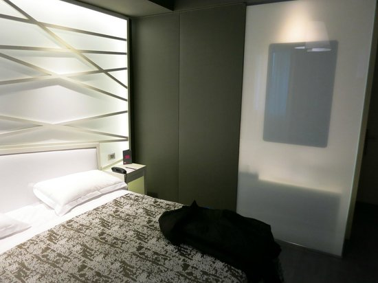 Smart Hotel : Nice touches, room 104
