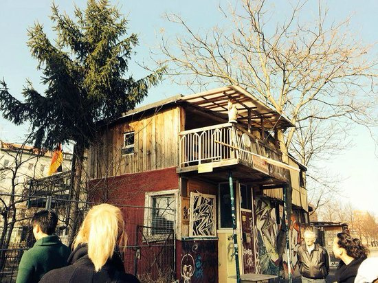 Alternative Berlin Tours: house build of random scrap, part of jakes tour