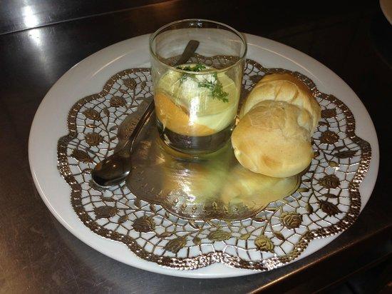 Jagdhütte: starter on Christmas eve - colourful paprika mousse with home made olive bread