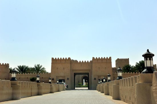 Qasr Al Sarab Desert Resort by Anantara: Ingresso del Resort