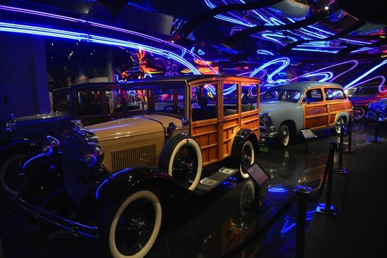 Petersen Automotive Museum : museo