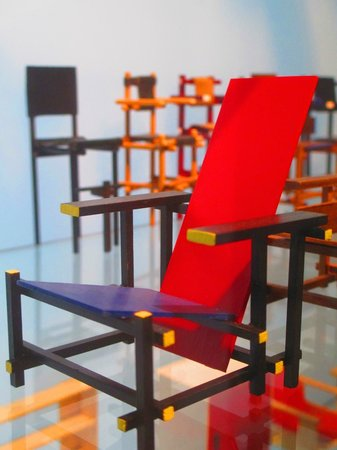 Rietveld-Schröder-Haus (Haus Schröder): Scale model of the famous Rietveld chair