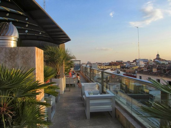 Urban hotel rooftop bar picture of hotel urban madrid for Design hotel urban madrid