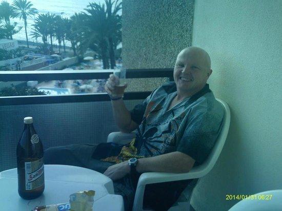 Sol Tenerife: my friend barney sitting having a drink on the balcony