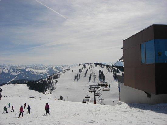 SkiWelt Wilder Kaiser - Brixental : 8 seater chairlift in Scheffau