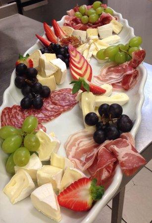 Shamrock Irish Pub : Meat and cheese platter at the shamrock!