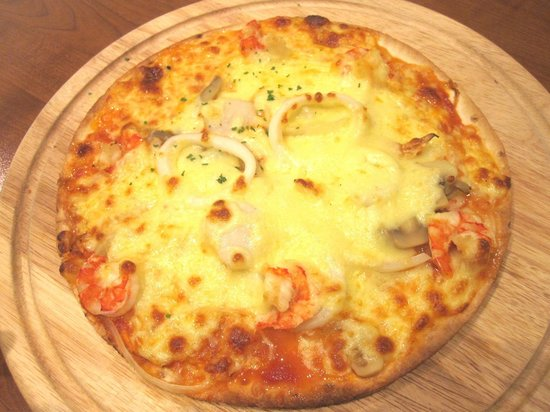 UCC COFFEE SHOP: ucc cafe - seafood pizza 2