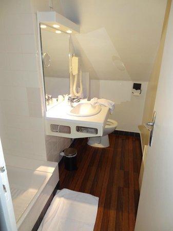 Hotel Le Beau Site: Bathroom