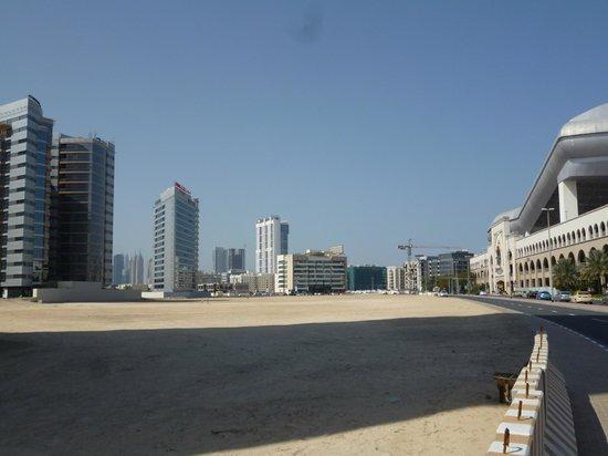 Citymax Al Barsha: road along the hotel