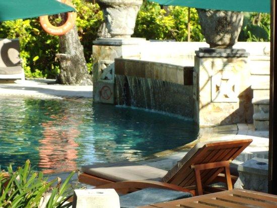 Legian Beach Hotel: poolbar
