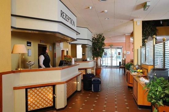 AMBER HOTEL Hilden/Dusseldorf: Rezeption