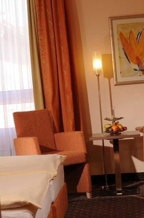 AMBER HOTEL Hilden/Dusseldorf: Hotelzimmer