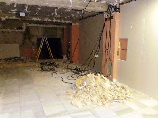 Don Cesar Apartments: Building work on bottom floor