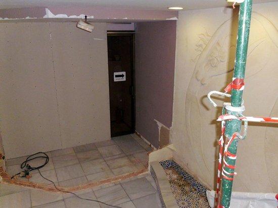Don César Apartments: Entrance to the Reception Area