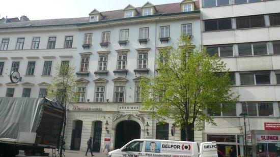 Mercure Grand Hotel Biedermeier Wien: Hotel von  Landstrasser Hauptstrasse