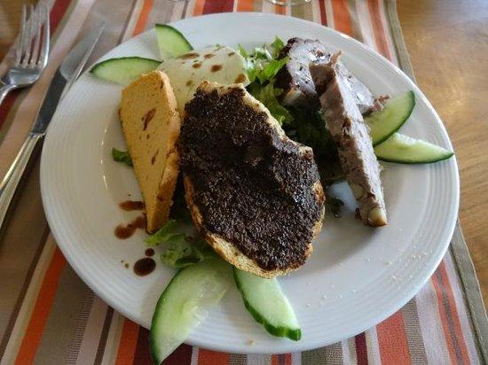 Les Aubergistes : Splendid Salad Entrée