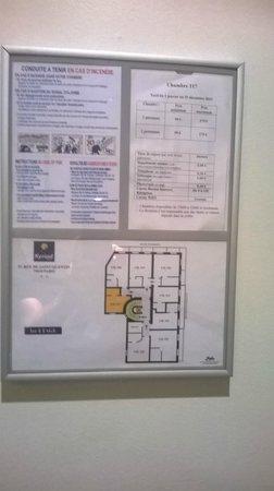Kyriad Paris 10 - Gare Du Nord: indicações na porta