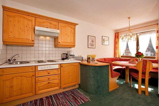 Appartementhaus Längenfeld: Küche und Essbereich