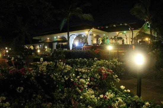 Diani Sea Resort: Outside Dining Area