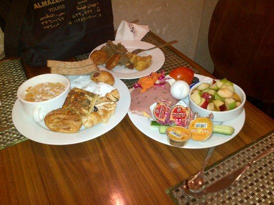 Hayatt International Madina: 1 person / sitting serving! Astaghfierullah!
