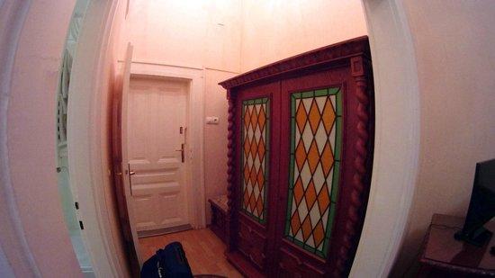 Hotel Tisza: Entering