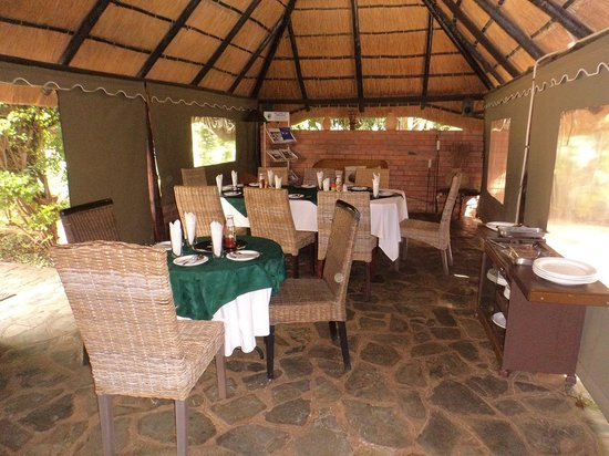 Motsamai Guest Lodge: The inside of the building where the meals are served