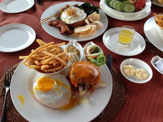 AYANA Resort and Spa Bali: ルームサービス24時間OKです。