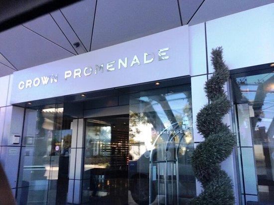 Crown Promenade Perth : entrance