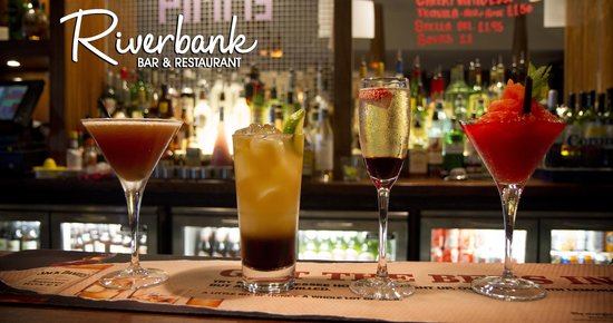 Riverbank Bar and Restaurant: Fabulous cocktails made before your eyes