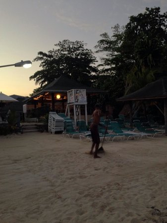 White Sands Negril: The hotel's beach area