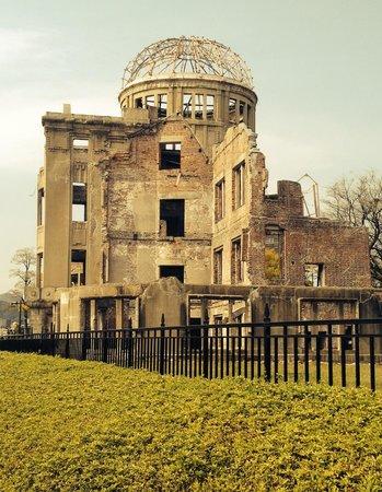 Hiroshima Peace Memorial Park : Remains of bldg near epicenter of bomb