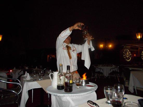 Hotel Fontan Ixtapa : Sergio nous prépare les café flambé