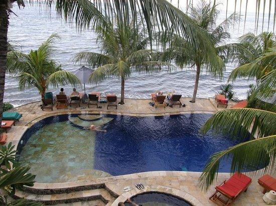 Puri Wirata Dive Resort and Spa Amed: вис с панорамной площадки над рестораном