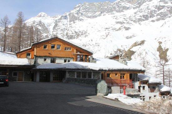 Saint Hubertus Resort: Hotel and grounds
