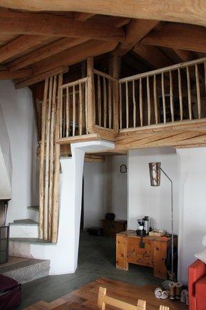 Saint Hubertus Resort: Steps to loft area
