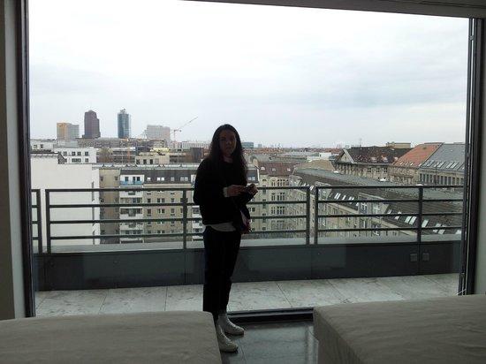 The Mandala Suites: Красивый вид на Берлин с обзорного этажа отеля