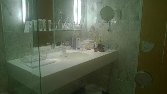 The Mandala Suites: Приятный интерьер ванной комнаты