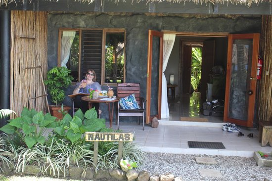 Paradise Taveuni: Relaxing on our verandah