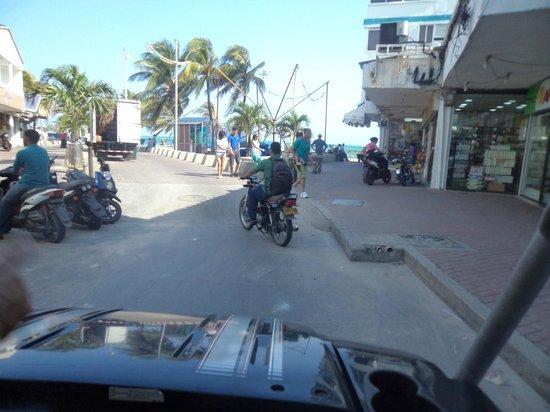 Decameron Marazul: Centro con nuestro carrito de golf