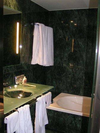 AC Hotel Cordoba: Bagno