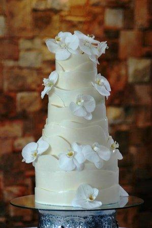 Clare's Cakes & Deli: Wedding cake