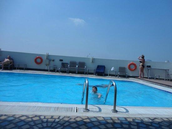 Coral Dubai Deira Hotel: piscine