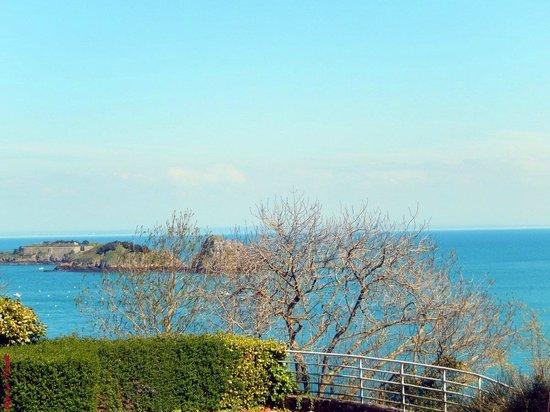 GR 34 : Vue sur l'îlot le Châtellier et le Rocher de Cancale