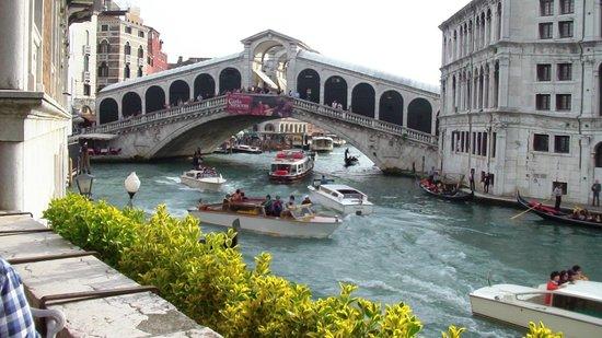 Al Ponte Antico Hotel : le Rialto vu de la terrasse